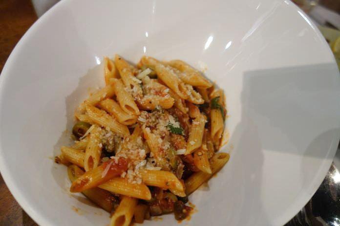 pegifetta | エスカリオストリート、バーガーキングの隣にあるイタリアンレストラン