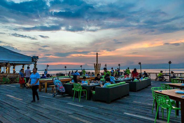 【Lantaw】マクタンでフィリピン料理!夕暮れが美しい水上コテージ
