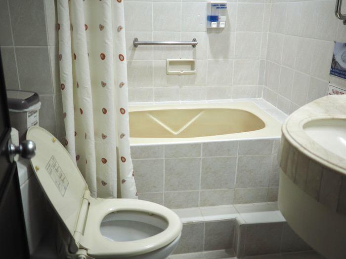 宿泊ホテルのバスルーム