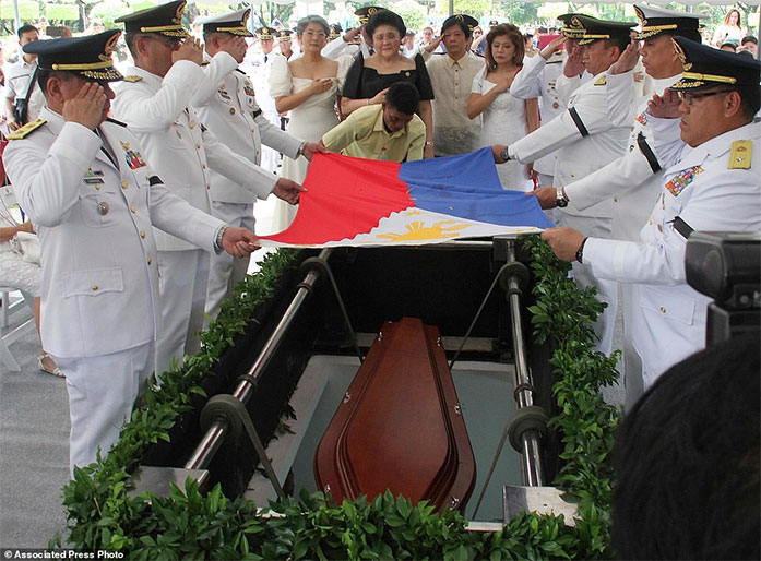 http://www.dailymail.co.uk/news/article-3949098/Amid-protests-Philippine-dictator-buried-heroes-cemetery.html