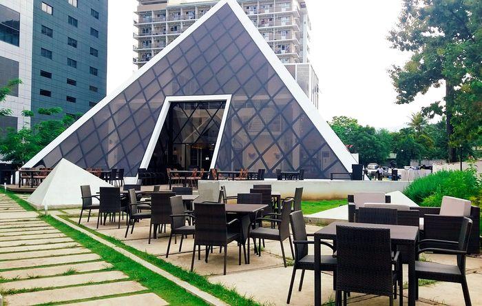 【The Pyramid】セブ島のITパークのランドマーク、ピラミッド型レストラン