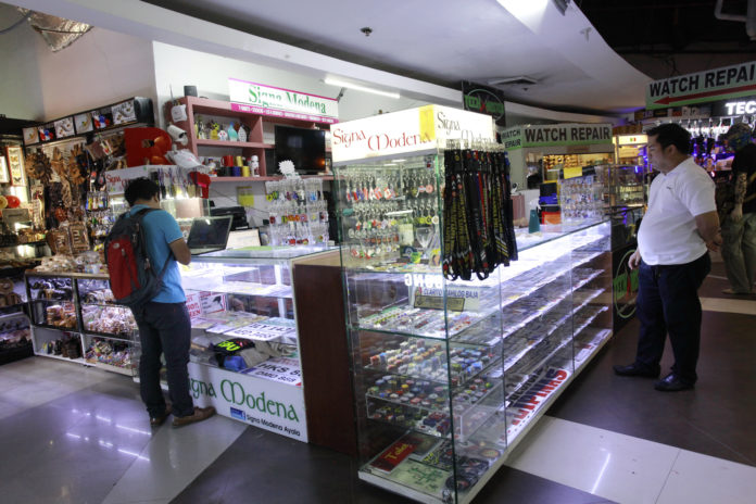 AyalaMallsCebu(アヤラモール)のステッカー店